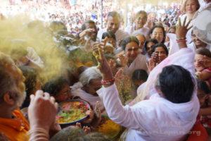 Amma at Holi Festival 01