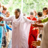 amma greeting devotees