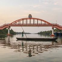 boatman under amrita setu bridge