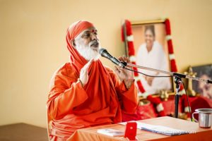 Swami Amritageetananda giving a dharma talk