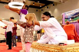 amma helping child learn yoga